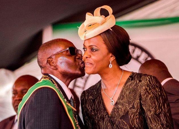 Imagen de archivo de abril de 2017 de Mugabe y su esposa
