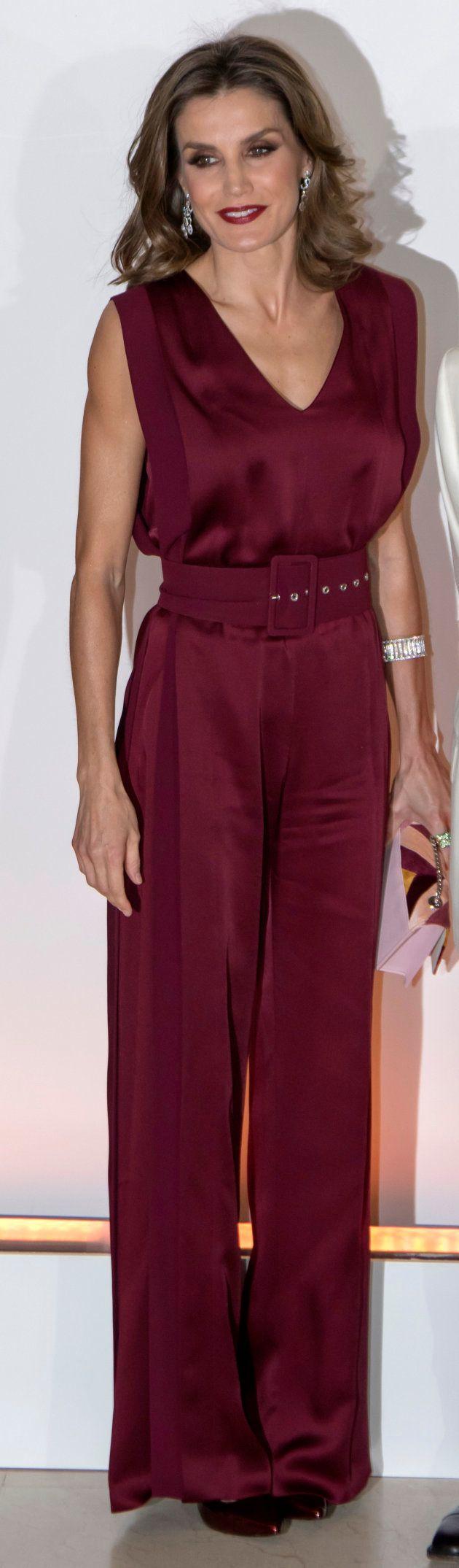 La reina Letizia en los premios 'Mariano de Cavia', 'Mingote' y 'Luca de Tena' celebrados el 26 de octubre...