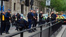 Un detenido con dos cuchillos junto al Parlamento británico en