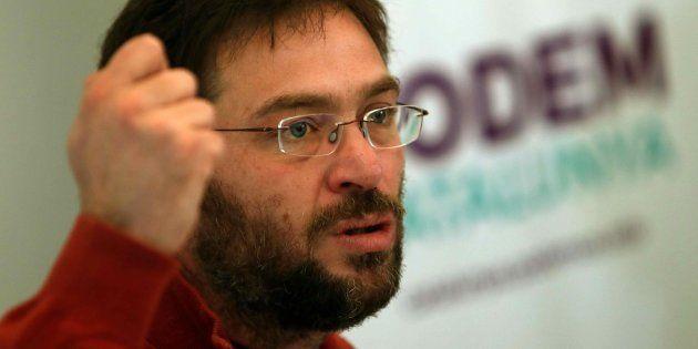 El secretario general de Podem Catalunya, Albano-Dante Fachin, durante la rueda de prensa ofrecida en...