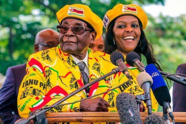 El matrimonio Mugabe durante un discurso del