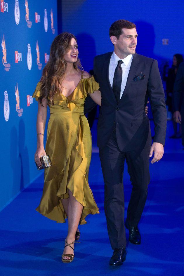 El futbolista Iker Casillas con la periodista Sara Carbonero durante la Gala de los Dragones de Oporto...