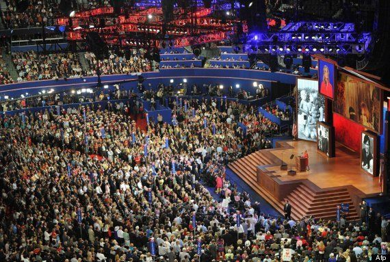 Ann Romney de rojo: la esposa de Mitt Romney también se viste con el color del poder