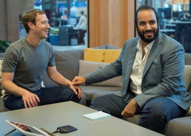 El príncipe Mohamed Bin Salmán junto a Mark Zuckerberg en las oficinas de Facebook en Silicon