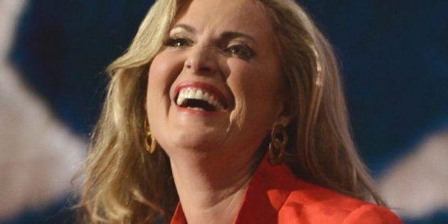 Ann Romney defiende a su marido Mitt,