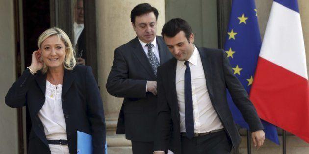 Marine Le Pen, Jean-Francois Jalkh (centro) y Florian Philippot (derecha), abandonan el palacio del Elíseo...