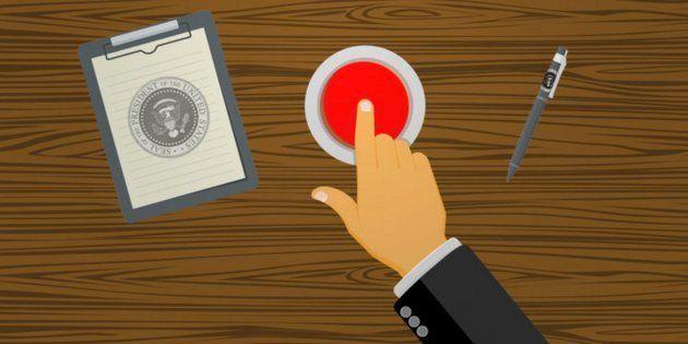 Trump tiene un botón de emergencia en su escritorio sólo para pedir