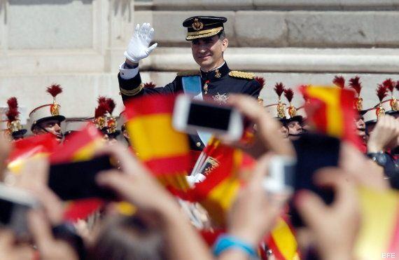 Rajoy coronado, El Rey León y otras fotos en el momento