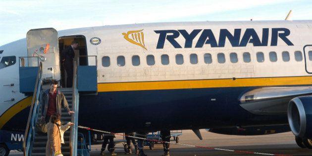 El Supremo rechaza amparar a un auxiliar de cabina de Ryanair despedido por comerse un