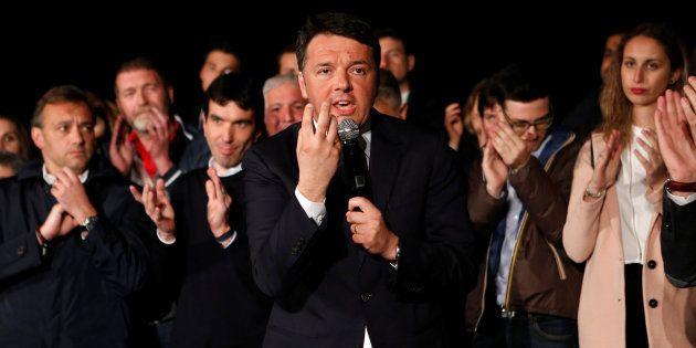 Matteo Renzi, el exministro de Italia, durante un discurso a sus afiliados en la noche de