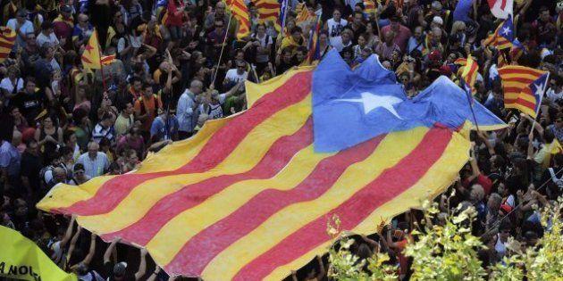 Diada 2012: Miles de personas colapsan el centro de Barcelona bajo el lema