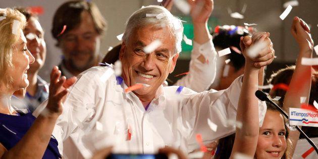 El candidato presidencial Sebastián Piñera celebra los resultados en