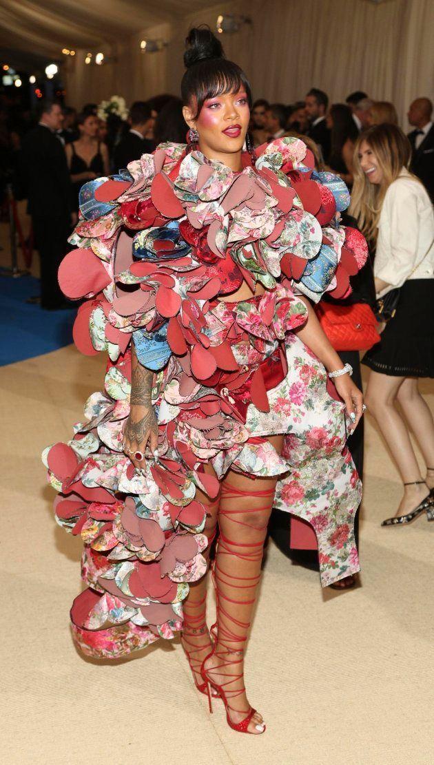 La cantante de Barbados Rihanna llega para la gala benéfica del Instituto del Vestido del Museo Metropolitano...