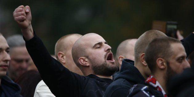 Un ultraderechista alemán, durante una marcha neonazi convocada en Colonia en octubre de