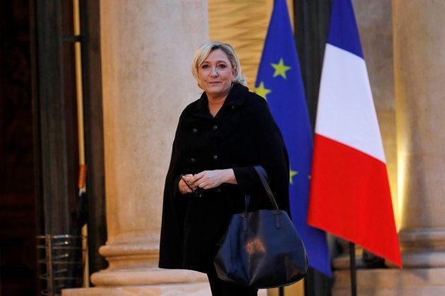 Marine Le Pen, líder del Frente Nacional, este 21 de noviembre, a su llegada al Palacio del Elíseo para...