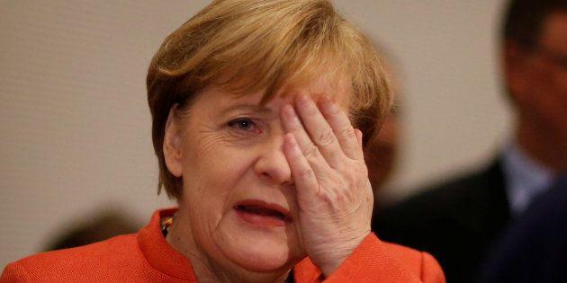 Angela Merkel, canciller alemana, tras una reunión del grupo parlamentario de la CDU/CSU en Berlin, Alemania....
