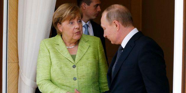 Merkel defiende los derechos de Ucrania y de los gays en encuentro con
