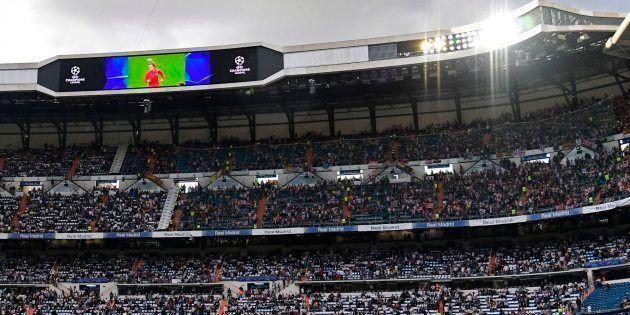 Polémica por la pancarta en el Bernabéu al inicio del