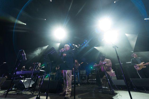 Bruce Hampton en un momento de la actuación del concierto por su 70º