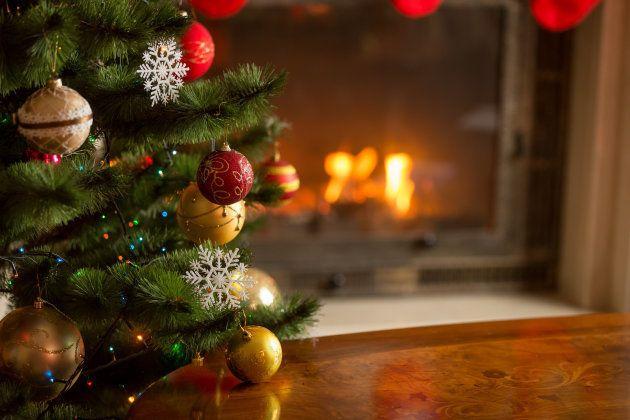 Sacar los adornos navideños pronto puede hacerte más feliz, según los