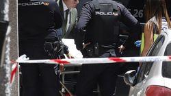 La policía aún busca al presunto asesino de una mujer y su hijo en