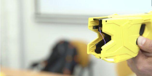 Los Mossos usarán una pistola eléctrica que no pueden utilizar ni la Policía ni la Guardia