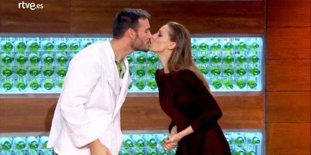 El nuevo y profético beso de Eva González y Saúl Craviotto en 'MasterChef