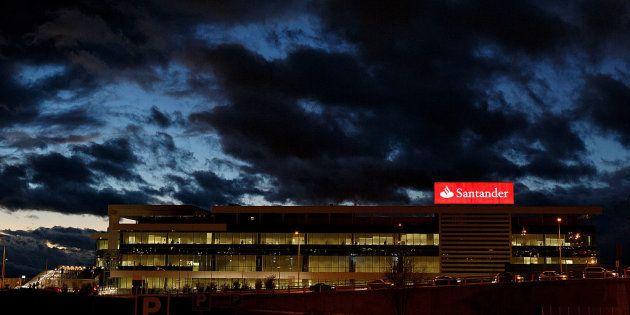 La Audiencia Nacional imputa a siete directivos del Santander por la lista