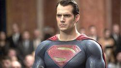 El polémico Superman 'sin bigote' de Henry