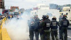 La policía venezolana dispersa con gases lacrimógenos una nueva marcha de la oposición a