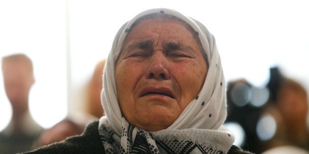 Una mujer reacciona a la condena a cadena perpetua de