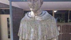 Un colegio católico, obligado a cubrir una estatua por este detalle