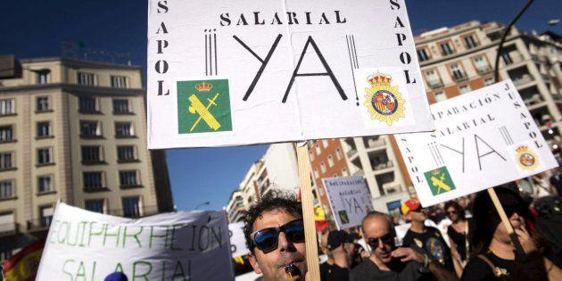 Imagen de la manifestación convocada en Madrid por la equiparación salarial entre cuerpos policiales,...