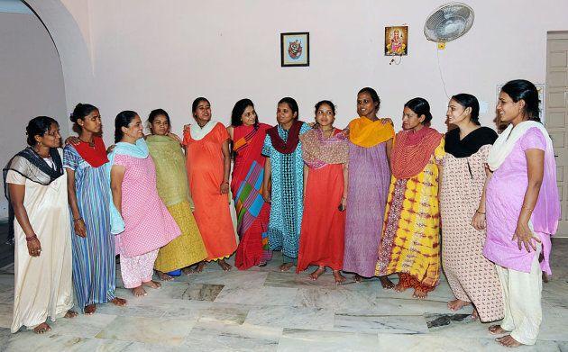 Mujeres embarazadas en un hogar de maternidad subrogada en la
