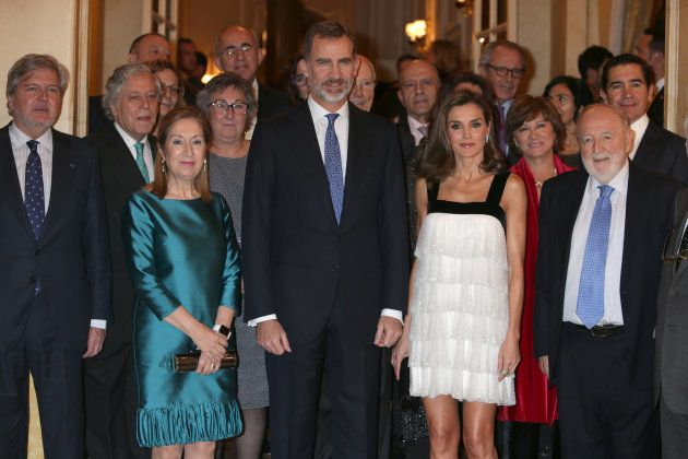 La reina Letizia y Felipe VI en la entrega de los Premios Francisco Cerecedo de Periodismo junto al entonces ministro de Educación, Cultura y Deporte y la entonces presidenta del Congreso Ana Pastor.