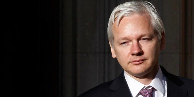Ecuador advierte a Assange para que no se inmiscuya en la crisis