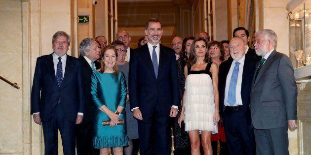 La APE entrega a Florencio Domínguez el premio