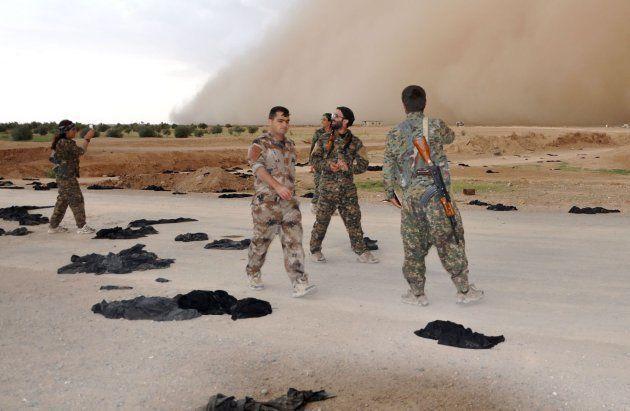 Niqabs fuera: la foto que sintetiza el avance de las Fuerzas Democráticas de Siria sobre la Raqqa del...