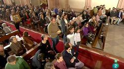Entregan 88.600 firmas en el Congreso para defender la emisión de misa en La