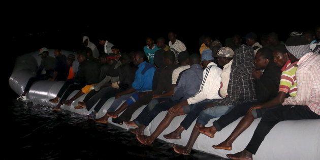 Ruanda se ofrece a acoger a 30.000 de los inmigrantes africanos atrapados en