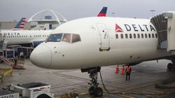Una familia es expulsada de un vuelo de Delta por no ceder el asiento de su hijo