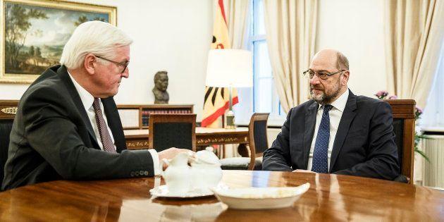 Martin Schulz (d), durante su reunión con Frank-Walter Steinmeier