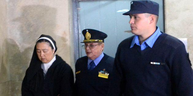 Detenida una monja por entregar niños con sordera a curas