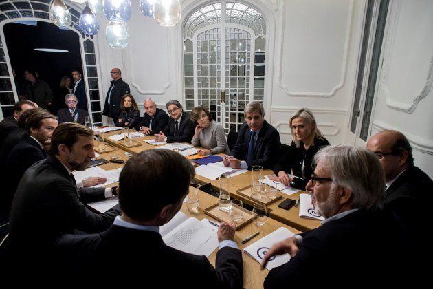 La vicepresidenta del Gobierno, Soraya Sáenz de Santamaría, y el delegado del Gobierno en Cataluña, Enric...