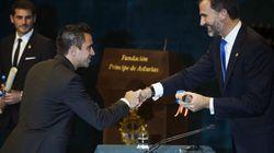 Xavi dona los 25.000 euros obtenidos por el Príncipe de