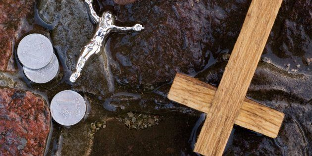 Detenida una menor de 17 años por invertir cruces en un monasterio de
