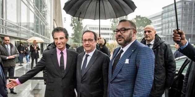El rey Mohamed VI junto al todavía presidente francés François Hollande durante una visita a Francia...