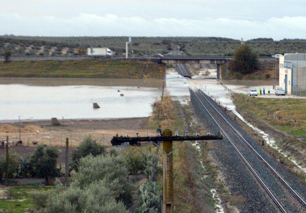 Ascienden a 35 los heridos por el descarrilamiento de un tren entre Sevilla y