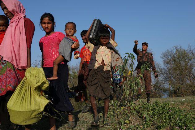 Rohingyas huyendo a