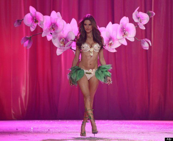 Desfile Victoria's Secret 2012: Justin Bieber, rodeado de ángeles